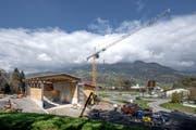 Beim Werkhof Foribach entstehen zwei neue Hallen für den Wärmeverbund Sarnen. (Bild: Pius Amrein, 17. April 2019)