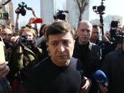 Gilt zwar als russlandfreundlicher als Amtsinhaber Poroschenko - aber der designierte ukrainische Präsident Selenskyj hat Moskau nun schon einmal den Tarif durchgegeben. (Bild: KEYSTONE/EPA/STEPAN FRANKO)