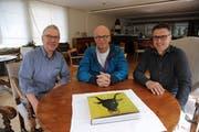 Gastgeber Rolf Welti, Initiator Christof Hirtler und Gemeindepräsident Hermann Epp sind gespannt auf die Premiere am 5. Mai. (Bild: Urs Hanhart, Amsteg, 24. April 2019)