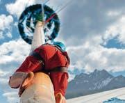 Wer schafft es bis ganz hoch beim Maibaum-Klettern? (Bild: PD/Messe Luzern AG)