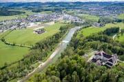 Das Dorf Oberbüren grenzt an grüne Wiesen und Obstplantagen.Bild: Benjamin Manser