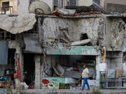 Die Menschen in Syrien sollen ihre im Krieg zerstörten Häuser wieder reparieren und aufbauen können. Caritas Schweizer verlangt vom Bund, bei der Ausbildung von Baufachleuten zu helfen. (Bild: KEYSTONE/AP/SERGEI GRITS)