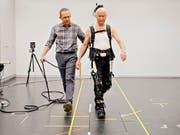 Ein Proband testet die smarte Leggins. (Bild: Maya Wipf & Daniele Kaehr)