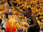 Houstons Center Clint Capela (rechts) kommt mit den Rockets in den Playoffs gegen Utah Jazz weiter (Bild: KEYSTONE/AP/RICK BOWMER)