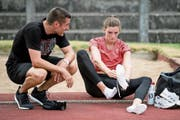 Lea Sprunger kann sich ein Athletenleben ohne Laurent Meuwly nicht vorstellen. (Bild: Jean-Christophe Bott/Keystone (La Chaux-de-Fonds, 1. Juli )