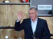 Ottmar Hitzfeld ist immer noch mit dem Fussball verbunden, geniesst aber heute als ehemaliger Erfolgstrainer den Ruhestand (Bild: KEYSTONE/URS FLUEELER)