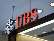 UBS verdient wegen schwieriger Bedingungen weniger, übertrifft aber Erwartungen. (Bild: KEYSTONE/MELANIE DUCHENE)