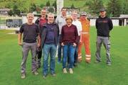 Die Rheintaler Bademeister (von links): Patrick Kühnis (Baggersee Kriessern), Markus Hensch (Baggersee Kriessern), Stefan Zünd (Hallenbad Balgach), Heinz Stampfli (Freibad Oberriet), Madeleine Schönenberger (Freibad Altstätten), Kurt Gegenschatz (Schwimmbad Weier, Berneck), Hansruedi Heule (Freibad Widnau) und Kay Koch (Schwimmbad Weier, Berneck). (Bild: Monika von der Linden)