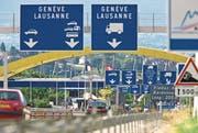 Am 12. Dezember 2018 war das Schengener Abkommen 10 Jahre in Kraft. Im Bild der Grenzübergang in Bardonnex im Kanton Genf. (Bild: Keystone/Martin Rütschi, 13. August 2008)
