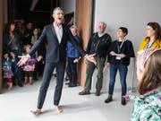 Yan Duyvendak anlässlich eines Auftritts im neuen Musée Cantonale des Beaux-Arts (MCBA) anfangs April in Lausanne. Der Performancekünstler wird vom Bundesamt für Kultur mit dem Grand Prix Theater ausgezeichnet. (KEYSTONE/Adrien Perritaz) (Bild: KEYSTONE/ADRIEN PERRITAZ)