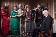 Hauptprobe im Theater St. Karl: Die Hypnoseszene gelingt dem Ensemble einwandfrei. (Bild: Boris Bürgisser, Luzern, 24. April 2019)