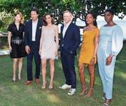 Von links: Léa Seydoux, Regisseur Cary Joji Fukunaga, Ana de Armas (mögliches Bond-Girl Nummer 1), Daniel Craig, Naomie Harris und Lashana Lynch (mögliches Bond-Girl Nummer 2). (Bild: Leo Hudson/AP (Oracabessa, Jamaika))