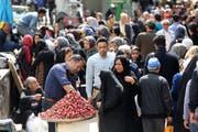Die iranische Bevölkerung leidet unter den US-Sanktionen. (EPA/STRINGER)