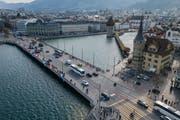 Der Verkehr auf der Seebrücke nimmt seit Jahren ab. (Bild: Boris Bürgisser, Luzern, 27. März 2019)