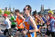 Gemach! Jeder neunte dieser Läufer vom Zürich Marathon 2018 dürfte das Rennen zu schnell angegangen sein. (Bild: Walter Bieri/Keystone)