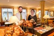 Bei Markus und Rosmarie Hirt im Grand Café Hirt gibt's hausgemachte Brioches zum Zmorgen. (Bild: Donato Caspari)