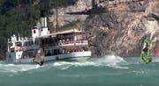 Ein Dampfschiff der SGV im Kampf gegen die Wellen. (Bild: Bote der Urschweiz)