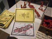 Unterichtsmaterial mit dem ikonischen Bild der Panzer, die gegen die protestierenden Studenten auf dem Tiananmen-Platz anrücken. Ein am Freitag wiedereröffnetes kleines Museum in Honkong ist der einzige Ort in ganz China, wo das Tiananmen-Massaker nicht tabu ist. (Bild: Keystone/EPA/ALEX HOFFORD)