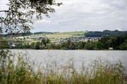 Am Hallwilersee wurde eine 28-jährige Frau von einem 48-jährigen Schweizer angegangen – er ist wegen sexueller Nötigung angeklagt. (Archivbild: Pius Amrein)