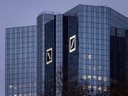 Die Deutsche Bank hat im ersten Quartal unter dem Strich den Gewinn von 120 auf 201 Millionen Euro gesteigert. (Bild: KEYSTONE/EPA/MAURITZ ANTIN)