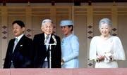Japans Kronprinz Naruhito, sein Vater, Kaiser Akihito, Kronprinzessin Masako und Kaiserin Michiko (v. l. n. r.) an einer Feier zum 83. Geburtstag des Kaisers. Bild: Getty (23. Dezember 2016)