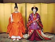 Kronprinz Akihito und seine Frau Michiko an ihrer traditionellen Hochzeit am 10. April 1959. (Bild: Epa)