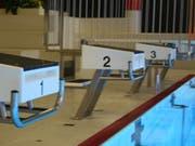 In einem Nebenraum des Hallenbads liefen mehrere hundert Liter Salzsäure aus. Die Badegäste seien aber nicht in Gefahr gewesen. (Bild: Quelle: Gemeinde Kaiseraugst)