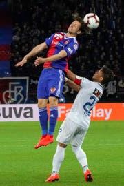 Im Cup überwand der FC Basel mit Valentin Stocker (links) den FC Zürich mit Kevin Rüegg. Am Sonntag spielt der Cupfinalist ab 16 Uhr im St.Galler Kybunpark. (Claudio Thoma/freshfocus)