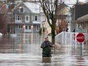 Angesichts der schweren Überschwemmungen im Osten Kanadas hat die Metropole Montréal den Notstand ausgerufen. (Bild: KEYSTONE/AP The Canadian Press/JACQUES BOISSINOT)