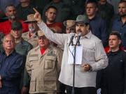 Der Staatschef Venezuelas Nicolás Maduro hat am Samstag seine Freude über den Austritt seines Landes aus dem Staatenbund OAS zum Ausdruck gebracht. (Bild: KEYSTONE/EPA EFE/MIGUEL GUTIERREZ)