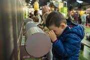 Auch die Kleinen waren an der Luga - und zeigten sich sehr interessiert. (Bild: Dominik Wunderli/Luzerner Zeitung, 26. April 2019, Luzern)