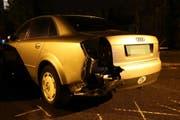 Das beschädigte Auto, das parkiert gewesen war.