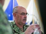 Der zuständige Kommandeur für das US-Gefangenenlager Guantánamo, Konteradmiral John Ring, ist mit sofortiger Wirkung seines Amtes enthoben worden. (Bild: KEYSTONE/AP/ALEX BRANDON)