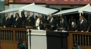 Die Regierung auf dem Stuhl. Am Mikrofon Landammann Daniel Fässler. (Bild: Screenshot)
