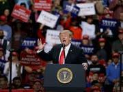 US-Präsident Donald Trump ist erneut dem traditionellen Galadinner für Journalisten ferngeblieben und griff dagegen am Samstag (Ortszeit) auf einer Veranstaltung die Medien an. (Bild: KEYSTONE/FR155603 AP/MIKE ROEMER)