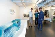 Die drei Künstlerinnen (von links): Myrtha Steiner, Christina Oldani und Daniela Schönbächler. (Bild: Roger Zbinden (Zug, 27. April 2019))
