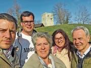 Gabriela Weber (2. von rechts) aus Oberriet zeigt den Kandidaten Cello Folini (von links) Boris Zaalberg, Claudia Steiger und Wisi Moser in der Sendung «Mini Schwiiz – dini Schwiiz», wie schön es in der Region ist. (Bild: Claudia Steiger)