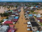 In Bangkulu auf der indonesischen Insel Sumatra herrscht derzeit Land unter. Die Folge: dutzende Tote und tausende Obdachlose. (Bild: KEYSTONE/EPA/DIVA MARHA)