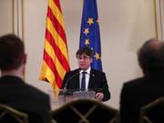 Carles Puigdemont ist von Spaniens Wahlbehörde von der Europawahl ausgeschlossen worden. (Bild: KEYSTONE/AP/FRANCISCO SECO)