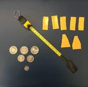 Dieses Material trug der Rumäne im Gepäck mit – es wurde sichergestellt. (Bild: Eidgenössische Zollverwaltung)