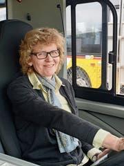 Doris Bauer im Postauto vor einer ihrer letzten Fahrten. (Bild: PD)