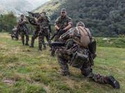 Die Armee-Fachstelle Extremismus hat im vergangenen Jahr 41 Meldungen und Anfragen erhalten. Sicherheitsrelevante Vorkommnisse oder Gewalttaten blieben aus. (Bild: KEYSTONE/GAETAN BALLY)