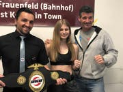 Shana Hegglin (Mitte) ist Amateur-Europameisterin im Nachwuchs-Kickboxen.