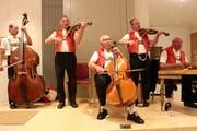 Die Original Streichmusik Edelweiss spielt auf. (Bild: Eshter Ferrari)
