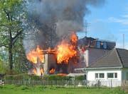 Beim Brand des Mehrfamilienhauses letzte Woche haben fünf Personen ihr gesamtes Hab und Gut verloren. (Bild: Kapo TG)