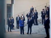 Die deutsche Kanzlerin Angela Merkel und Frankreichs Präsident Emmanuel Macron am Freitag bei einem Westbalkan-Gipfel im Kanzleramt in Berlin. (Bild: KEYSTONE/AP/MARKUS SCHREIBER)