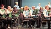 Die Musikantinnen und Musikanten aus Sevelen und Azmoos boten ein abwechslungsreiches Musikprogramm. (Bilder: Hanspeter Thurnherr)