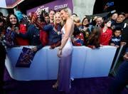 Schauspielerin Brie Larson spielt «Captain Marvel» in «Avengers: Endgame». Hier posiert sie mit Fans an der Premiere in Los Angeles. (Bild: REUTERS/Mario Anzuoni, Los Angeles, 22. April 2019)