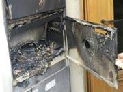 Viel Schaden: Einer der Briefkästen, in dem am Samstagabend ein Feuerwerkskörper gezündet wurde. (Bild: Handout SP Solothurn)