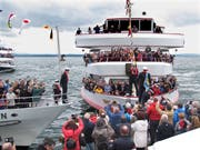 Die Bodenseeschiffe trafen sich zur Eröffnung in Sternformation. (Bild: Ernst Hunkeler)
